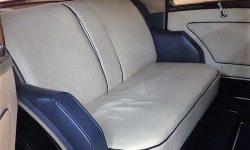 1937 Vintage Rolls Royce Phantom Continental Sports Saloon in Red over Black (interior)