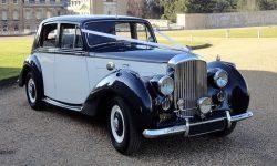 1951 Bentley MK VI in Midnight Blue over Ivory (en 3)