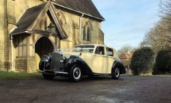 1952 Bentley 'R' Type Sports in Ivory with Black running boards and arches 6