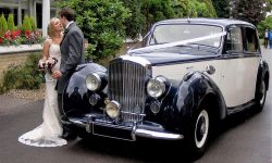 1951 Bentley MK VI in Midnight Blue over Ivory (en 1)