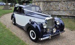 1951 Bentley MK VI in Midnight Blue over Ivory (en 4)