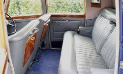 1951 Bentley MK VI in Midnight Blue over Ivory (en interior)