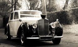 1952 Bentley 'R' Type Sports in Ivory with Black running boards and arches and cream leather interior 2