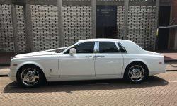 Modern Rolls Royce Phantom in White 6