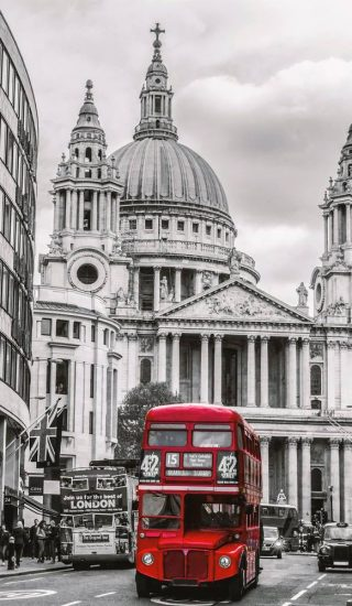 St Pauls and Bus